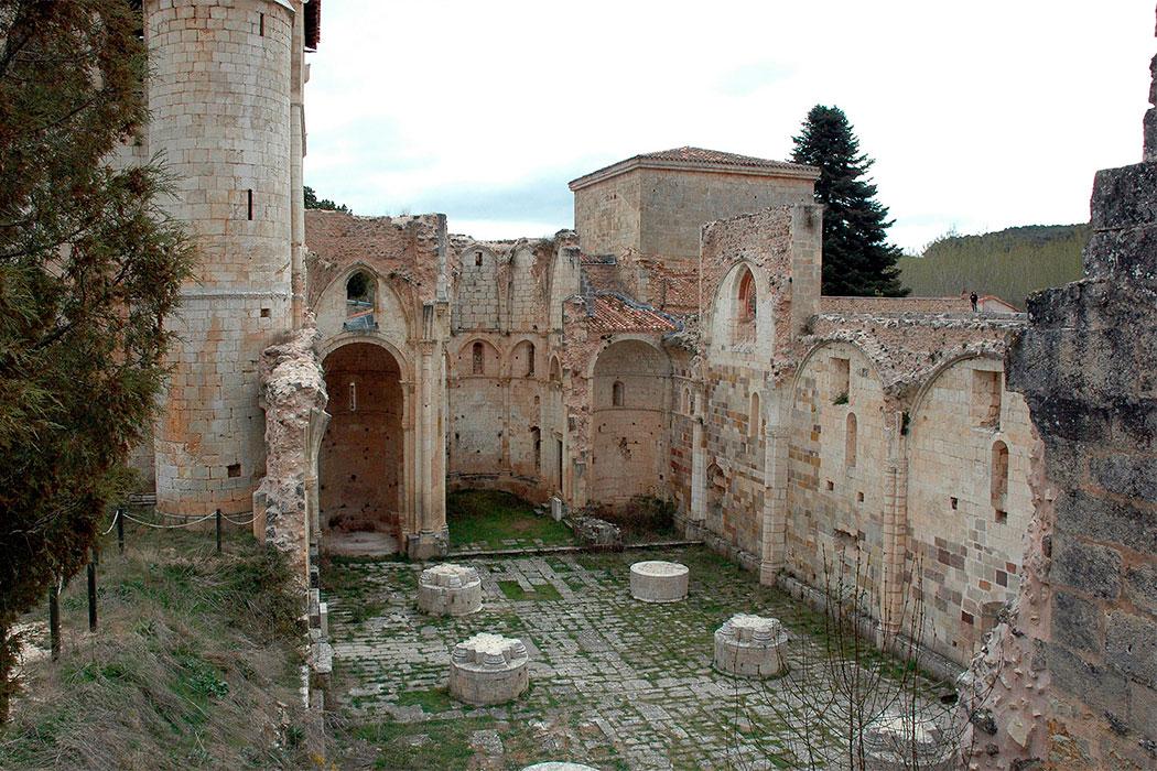 Resultado de imagen de iglesia monasterio san pedro arlanza